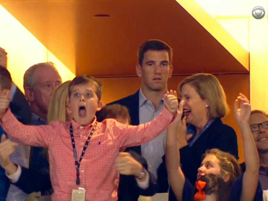 """TRENDING: Eli Manning's """"excited face"""" after Peyton Manning's victory - SB50"""
