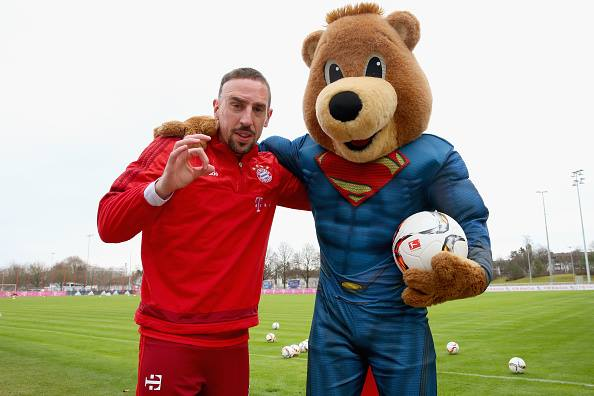 [7] [Mittelfeld] Franck #Ribéry  - Page 23 CasvJnMWwAAtJOB