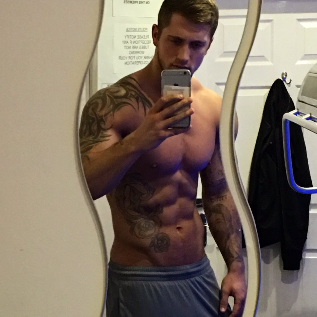 Cheeky sunbed.. Needed that 👻.. Now gym time! 👌🏼💪🏼 https://t.co/12nyxO4Hhf