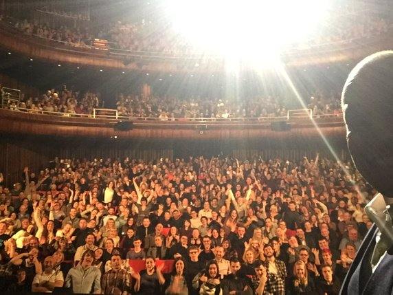 Please tweet me any word using #DerrenMiracle in the next 10 mins for my show in London. Go! https://t.co/cU6sgYvve2