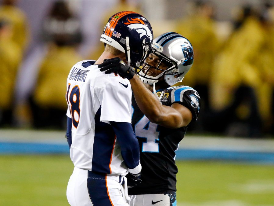 Carolina @Panthers CB Josh Norman salutes Denver @Broncos QB Peyton Manning during SB50 -