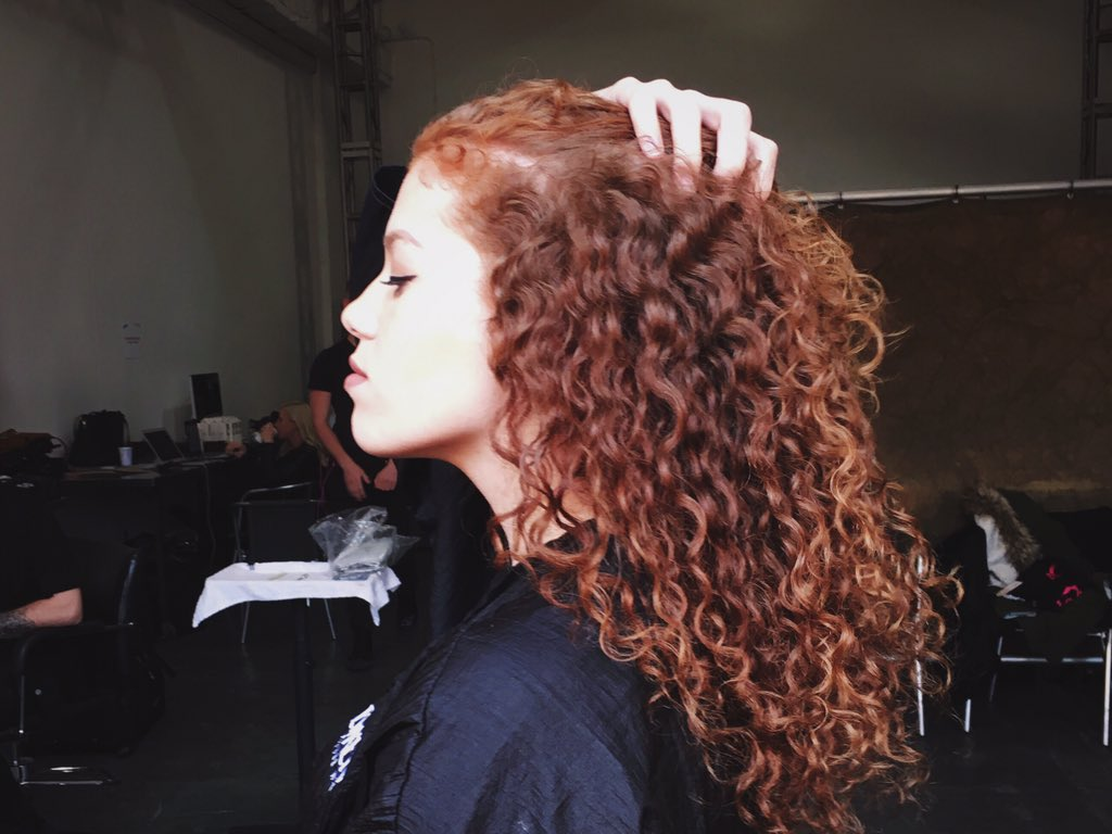 We're alllll about @MahoganyLOX's hair rn.