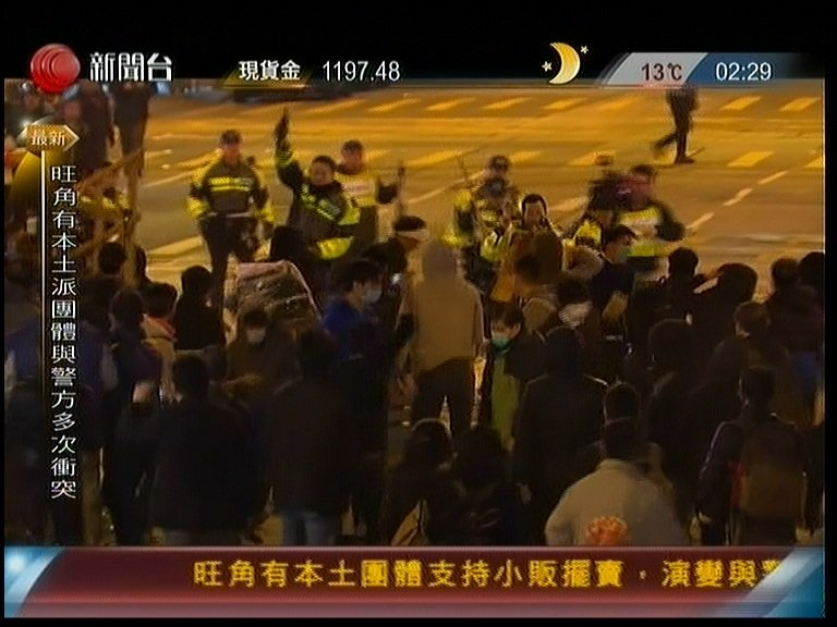 When #HKPolice officer fired 2 shots to sky  #Mongkok #portlandstreet #fishballrevolution https://t.co/SpZW03U3Wh