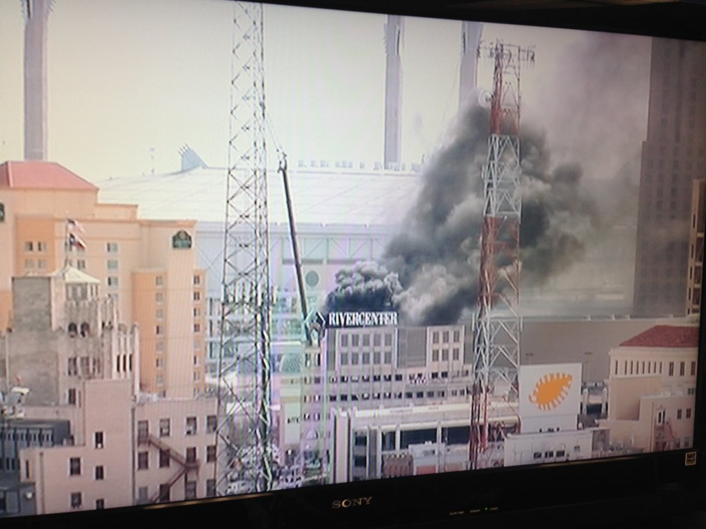 Heavy smoke at Shops of @RiverCenter Mall parking garage. @KENS5 on the way