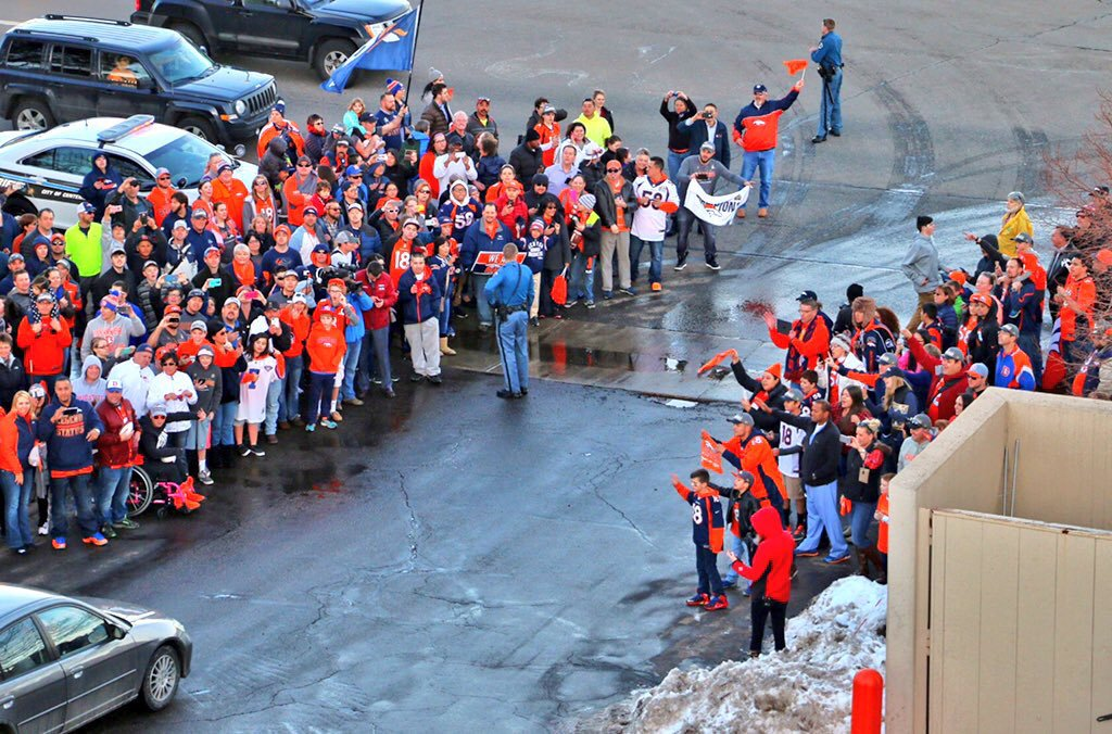 1/2: Broncos welcome. https://t.co/XEzPPKkzTl