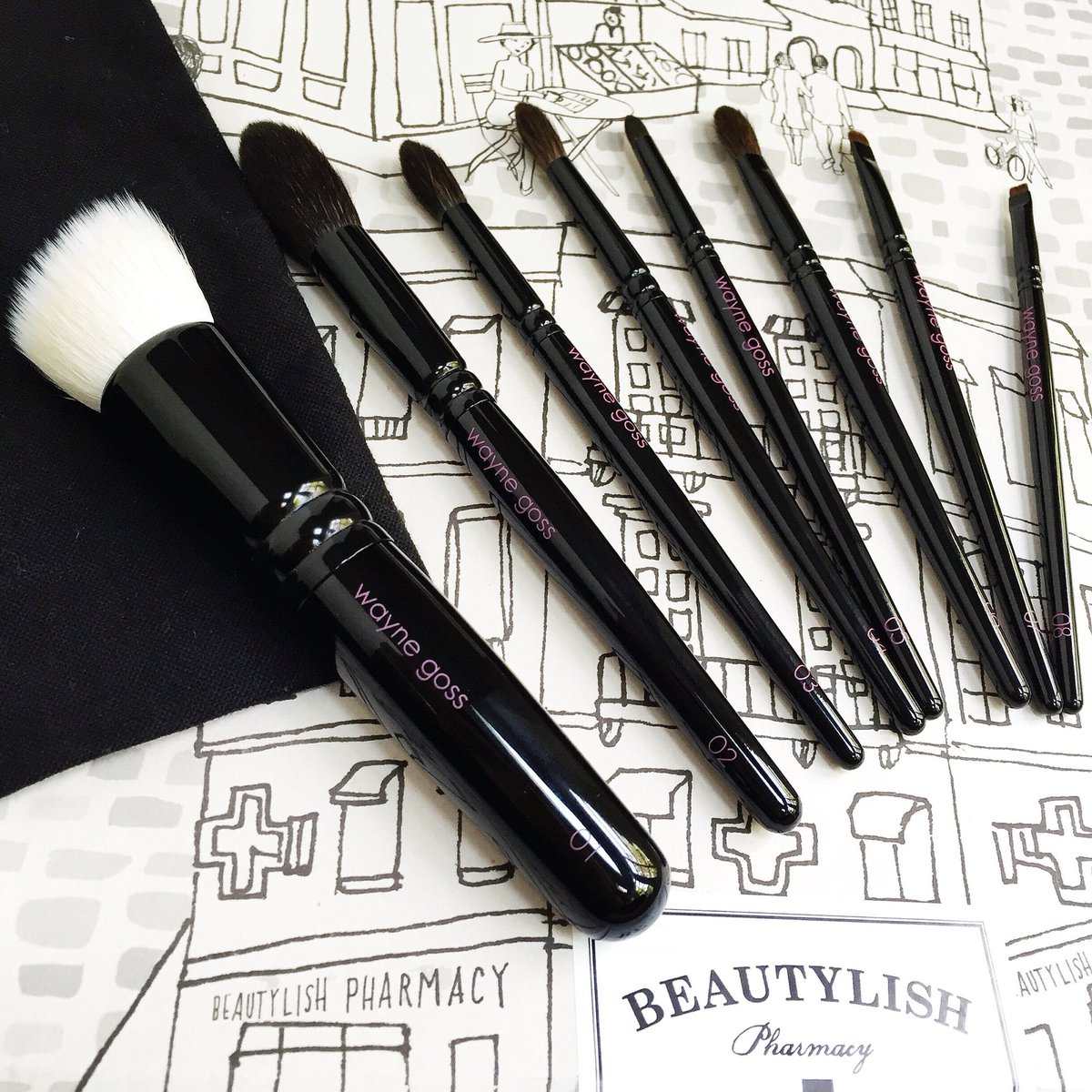 Gr8 review! RT @SavvyinSanFran: Review on @gossmakeupartis #makeupbrushes  https://t.co/Uw9EOFRvpY #bbloggers https://t.co/7lBArP021s