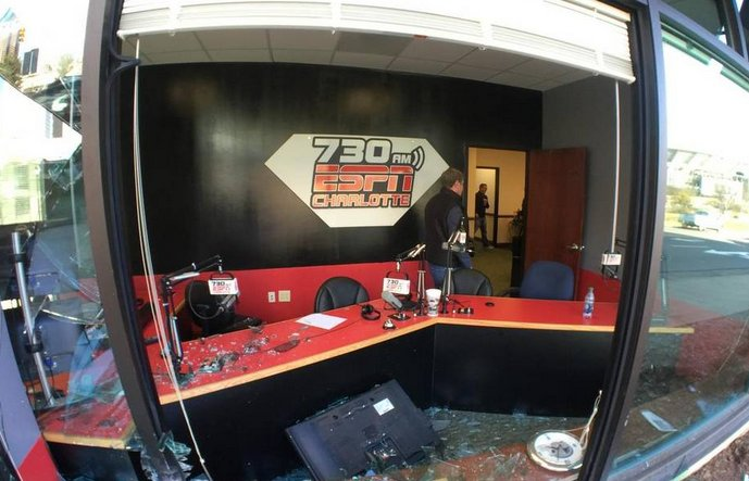 Car crashes into ESPN studio during former Panthers' general manager's show ESPN730