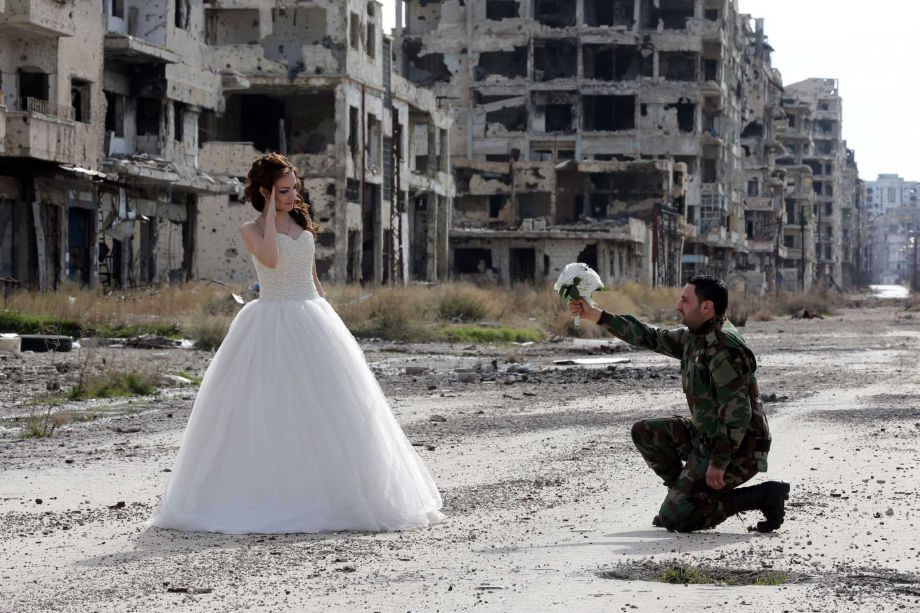 Couple takes eye-opening wedding photos in bombed-out Syrian city