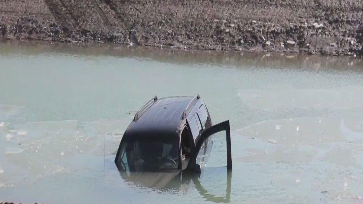 Man saves elderly woman who crashed into retention pond, reports @RandyWFOX2