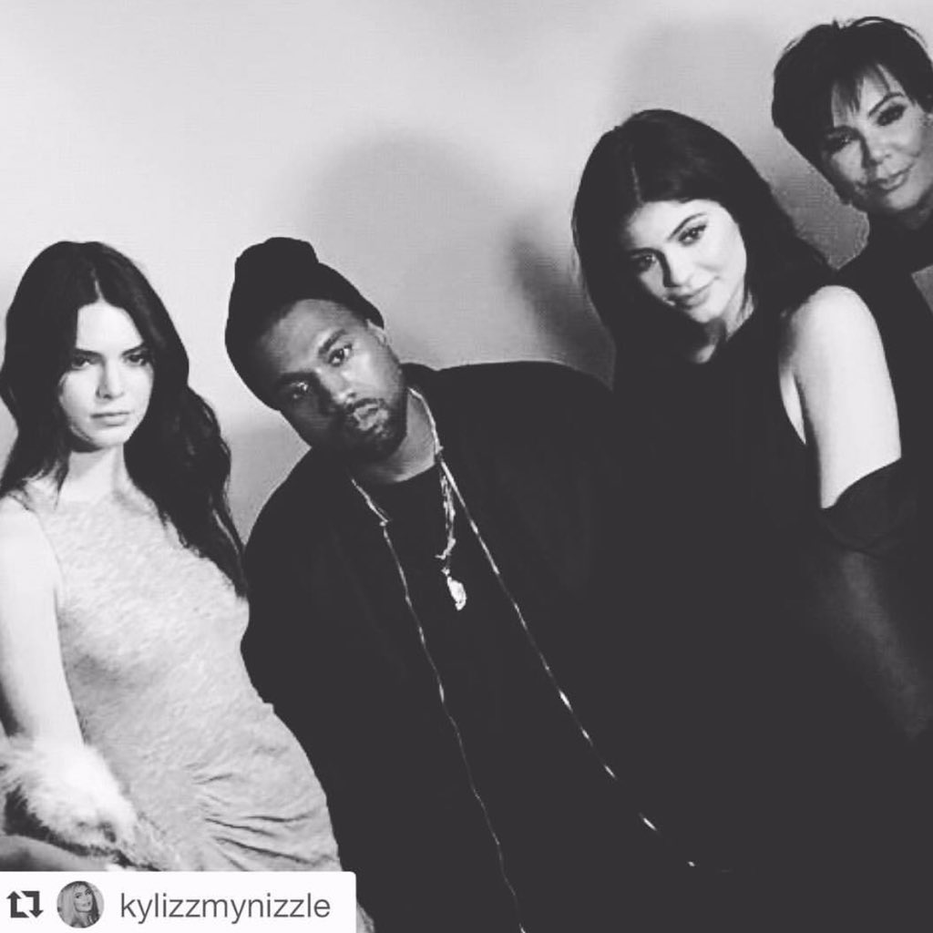 It's really all about family... #love #blessed @KendallandKylie @kendalljenner @kyliejenner @kanyewest #nyfw https://t.co/foGS2l1YX6