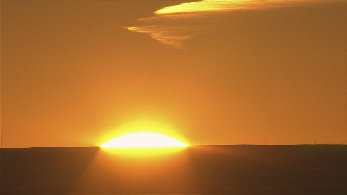 Bright orange sunrise over Denver ahead of the @Broncos Super Bowl victory parade!