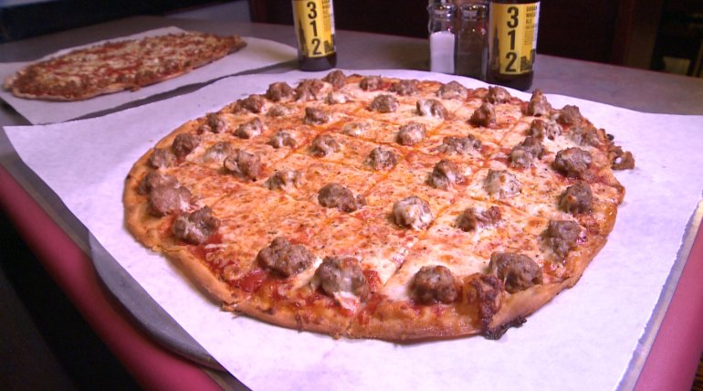 On National Pizza Day, we bring you the top 10 pizza places in Chicago via @ChicagosBestTV