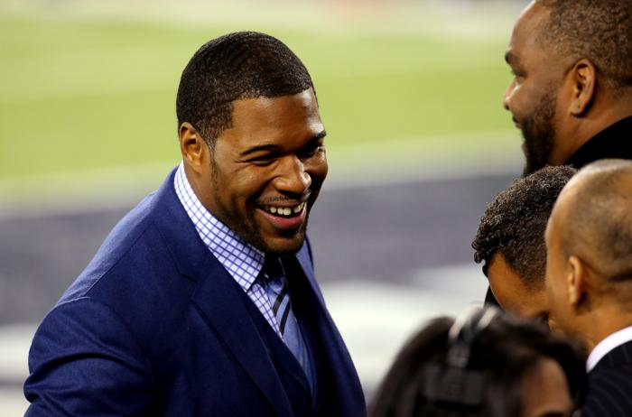 Morning Sports Update: Michael Strahan backs Tom Brady after fans booed him at Super Bowl
