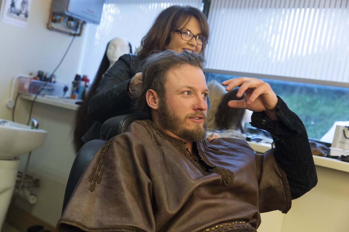 It's #TransformationTuesday - check out these pics of @BlueJays 3rd baseman @BringerOfRain20 prepping for #Vikings! https://t.co/0qLVuPoje7