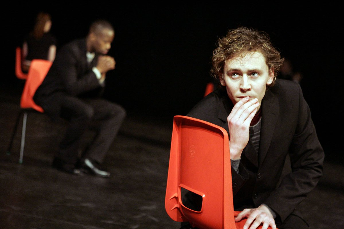 Happy Birthday @twhiddleston! Here you are as Alsemero in #TheChangeling (2006). Photo: Keith Pattison #archive https://t.co/QrRRrvo90L