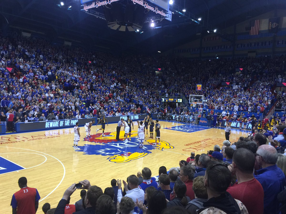 Pay heed all who enter beware of the phog #RockChalk https://t.co/0nWCBWI2If