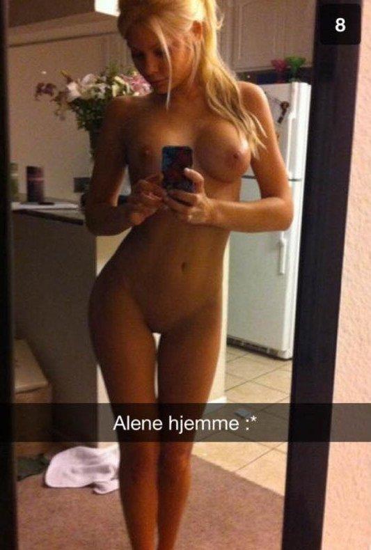 Nude Selfie 527