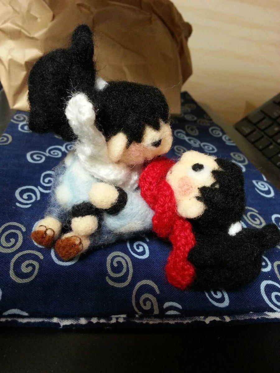 こっっっれっっっ!!!神代さん(@8828_ToL )にもらったんですよ!羊毛鉢雷!マフラーも手編みで!!!はぁ……可愛い…(//´;人;`//)