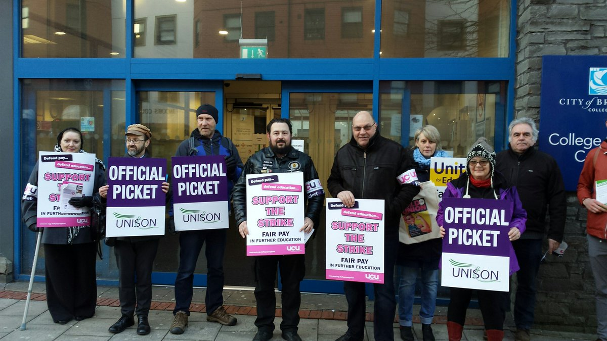 City of Bristol College staff on the picketline #fairpayinfe #festrike24feb @UNISON_FE https://t.co/2czWhNPmCU