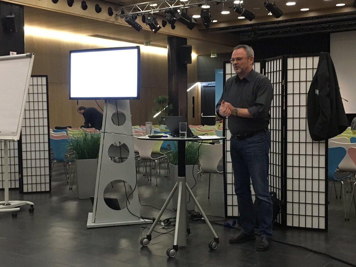 Jetzt Workshop mit @juergen_handke #icmbeyond16 neue Formate für #Icm https://t.co/X6GIxAxnEh