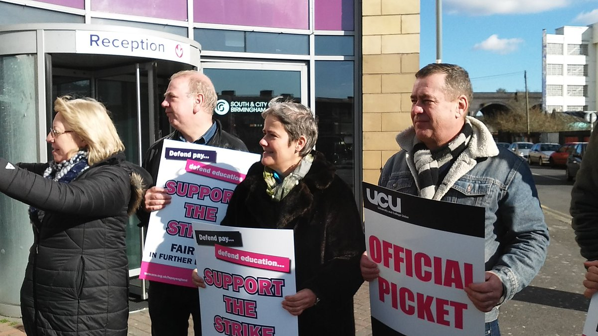 South and City picket in the sun #fairpayinfe #FEstrike24feb https://t.co/5xyN9mjbGv