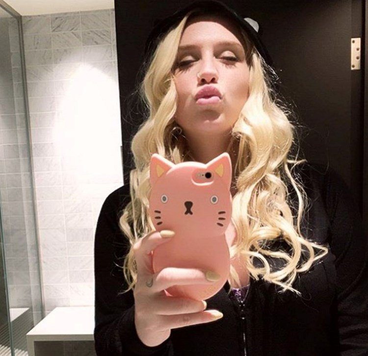 .@KeshaRose is being treated like a human jukebox in a cage: https://t.co/nKjPHHnCSh https://t.co/W7DDQnB5Tg
