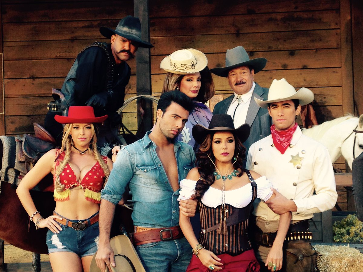 Why do we look like a new country group? Lol Who's ready for the #SeasonFinale of #Telenovela tonight?!?! https://t.co/GknEygRlOh