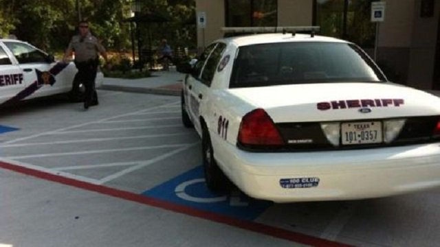 10 Photos Of Police Cars Totally Breaking The Law #shame  https://t.co/K2dw2FV53P https://t.co/W8hnK2W6Qw