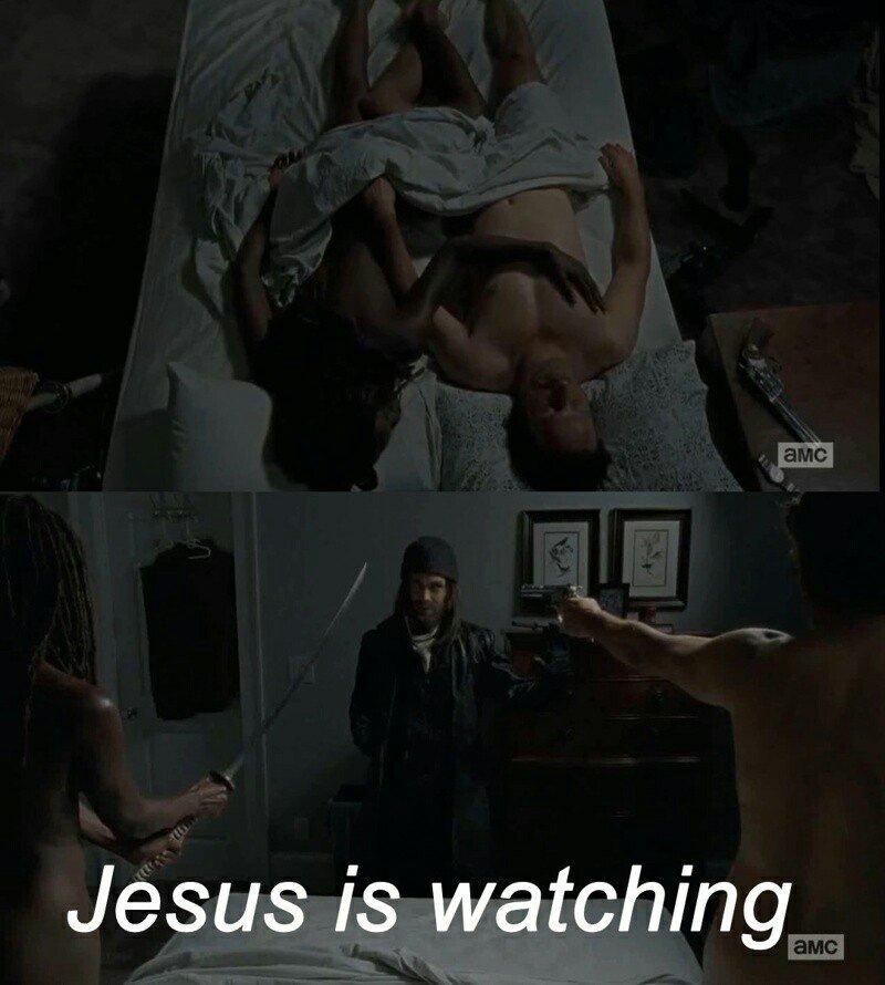 Jesús está mirando...  #TWD #TWD6enFOX https://t.co/7Hm8X7Zq3f