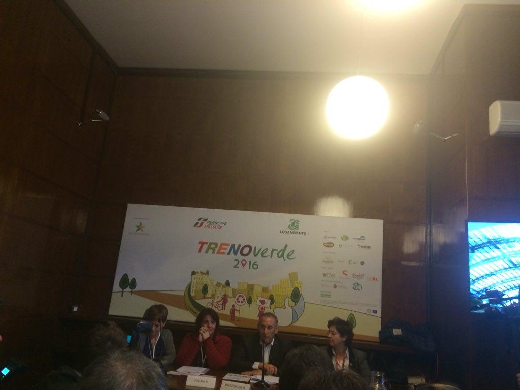 """R.Mazzoncini AD #FS Italiane: impegno nel creare sistema di trasporti efficiente e amico dell'ambiente"""" @TrenoVerde https://t.co/VGZ98Cl0Gn"""