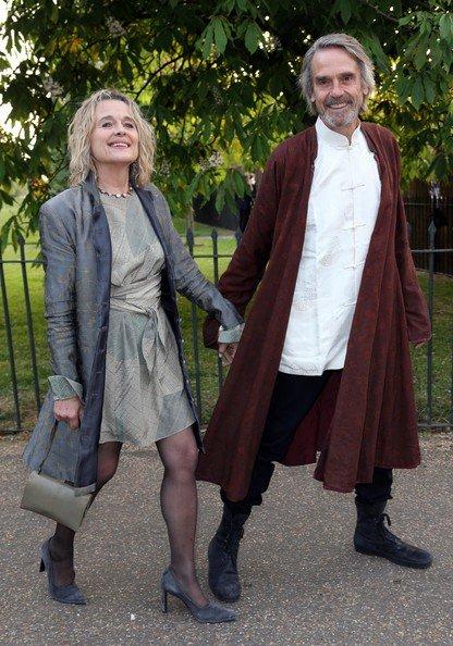 ジェレミー・アイアンズは私服正装も楽しいんだ……時々話題に上がる前半2枚は「Casanova」プレミアのヴェニス&ロンドンプレミアのもの。 ロイヤル・アスコットの正装もなかなかにやばいし、かわいい。
