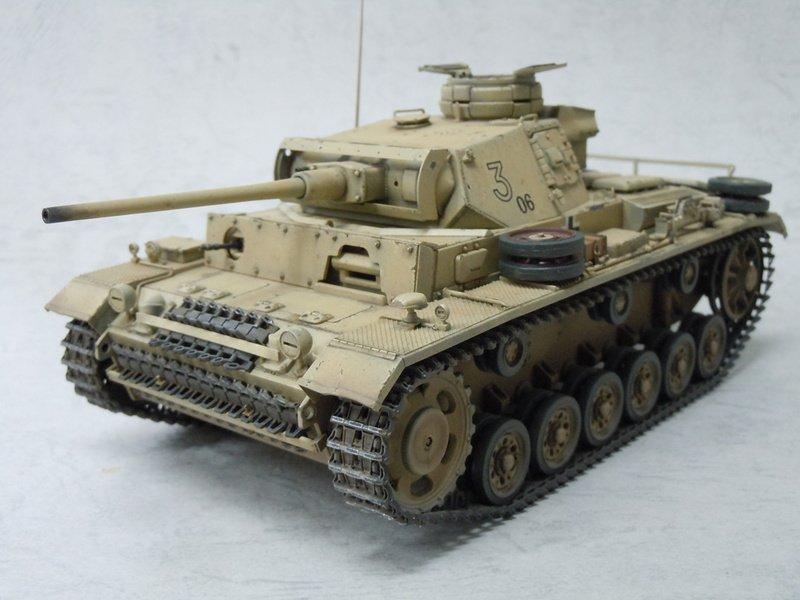 真面目な話、真剣に戦車模型道を始めたいというならタミヤ1/35Ⅲ号戦車L型がお勧め。適度なパーツ数にベルト履帯、組みやすさ、戦車にしか見えないシルエット。改造やディティールアップも楽しめる名作でありますぞ。 #これが私の模型戦車道