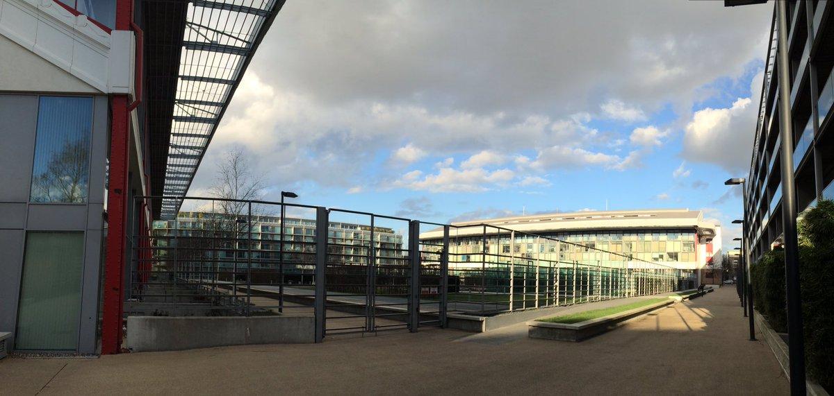 Esto era Highbury. Ahora, apartamentos preciosos, aunque mantienen la estructura. Mola #arsenal https://t.co/GW1jgh1Ihv