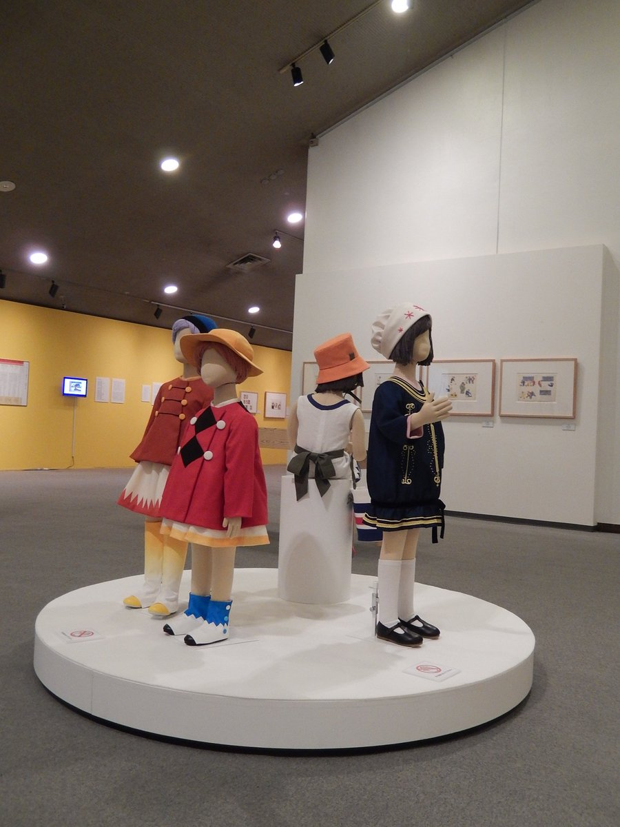 このかわいい衣装は、なんと『子供之友』のイラストレーションから再現したもの。大正時代の竹久夢二、武井武雄、村山知義の作品から制作。板橋区立美術館で開催中の展覧会で見られます。 https://t.co/QWXEE32HJM