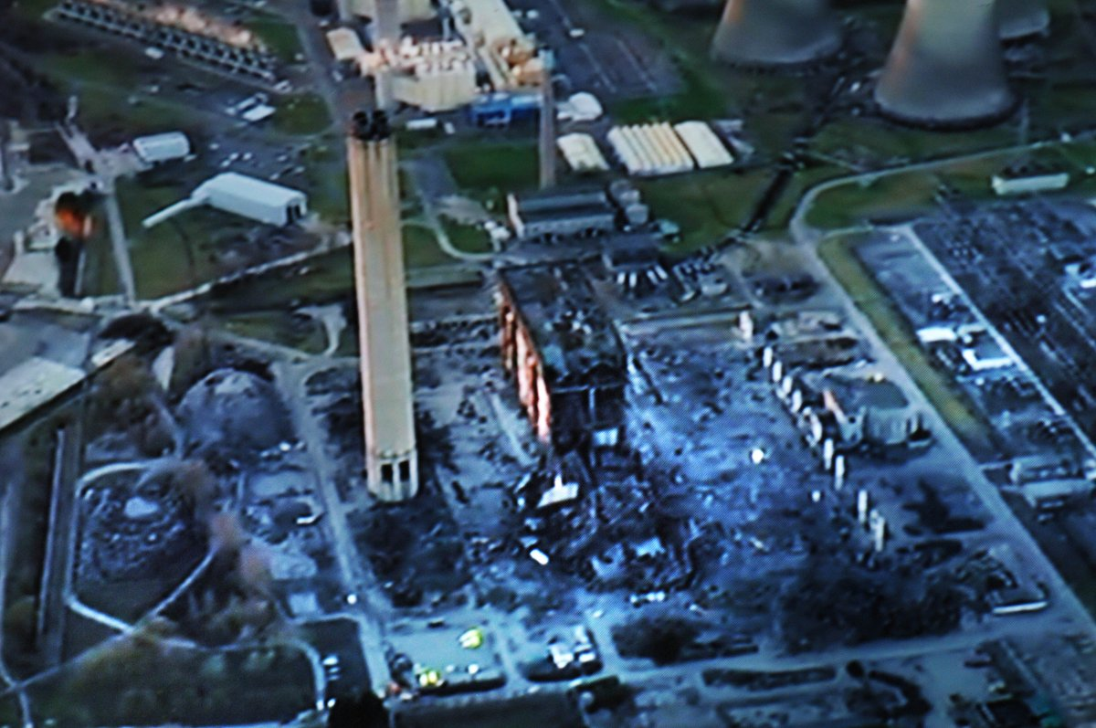 Aerial picture from the scene of the Didcot Power Station incident https://t.co/wpa87fB6jc https://t.co/y1oqW8Pxww