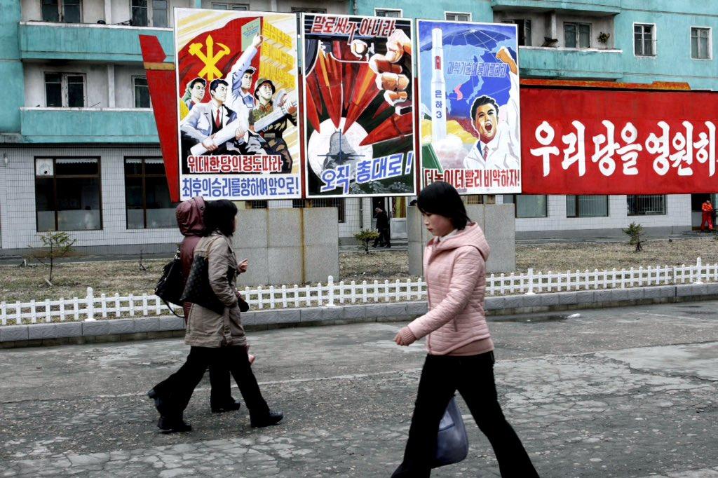الحياة في كوريا الشماليه ..........متجدد  Cb7-WqzW0AE-Lx9