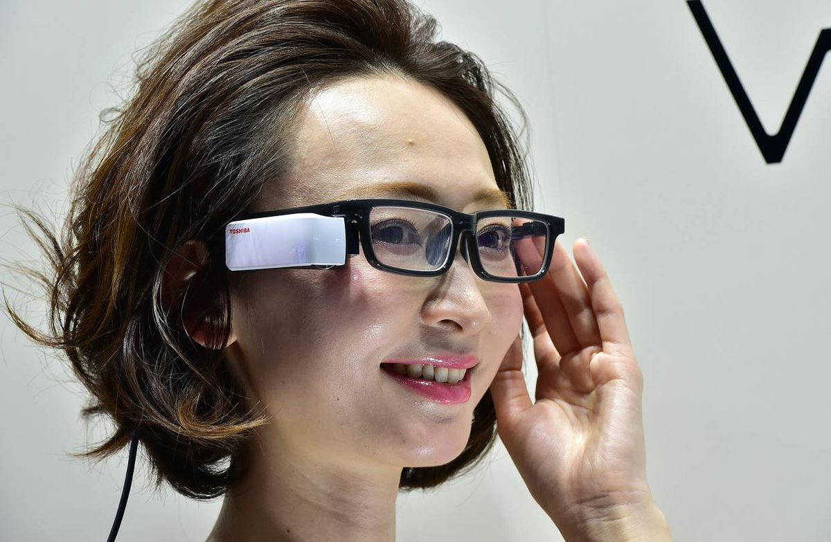 One week before the launch of its augmented reality glasses, Toshiba gave up on its wearable