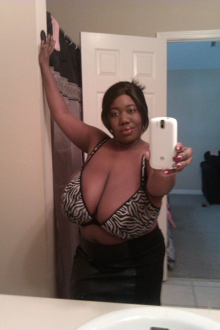 #BBW #tittytuesday #sexysouthernbustybelle #allnatural #cumbusthere https://t.co/3jH9nGg6pC