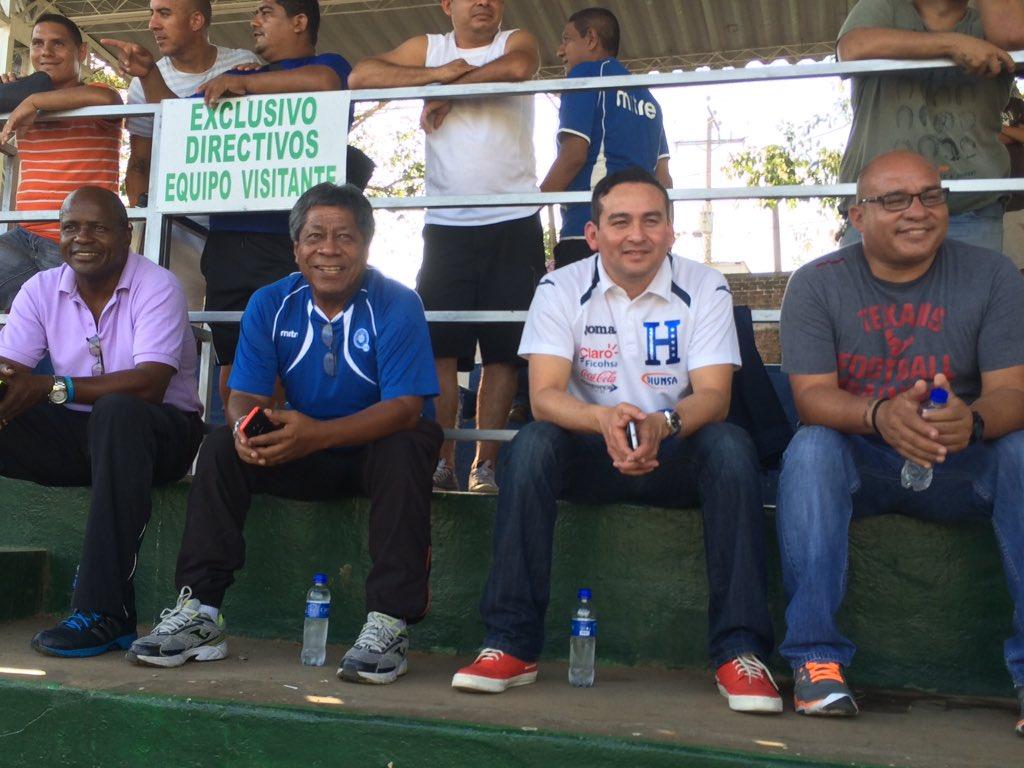 Dos juegos amistosos contra Honduras en Febrero del 2016. Cb7rz7QUcAAbuax