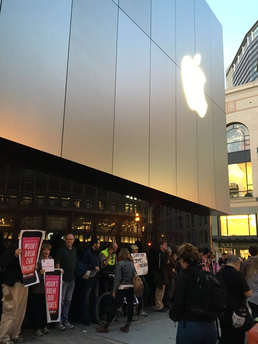 Protest at @apple store in SF and all over the country #DontBreakOurPhones https://t.co/0uTPaN5ZRz