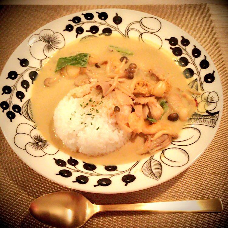 昨日は長崎ロケだったのでチャンポン気分だったんだー✨ タイカレーはココッナッツオイルで✨ ビーフシチューは天野さんから教わったレシピ( ´ ▽ ` )ノ チャーハン作る時は必ず餃子は当たり前😁 フランフランの食器大好きッ❤️