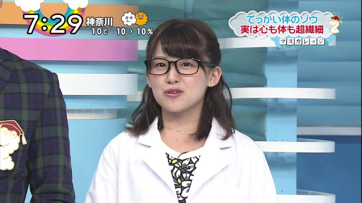 メガネをかけた尾崎里紗