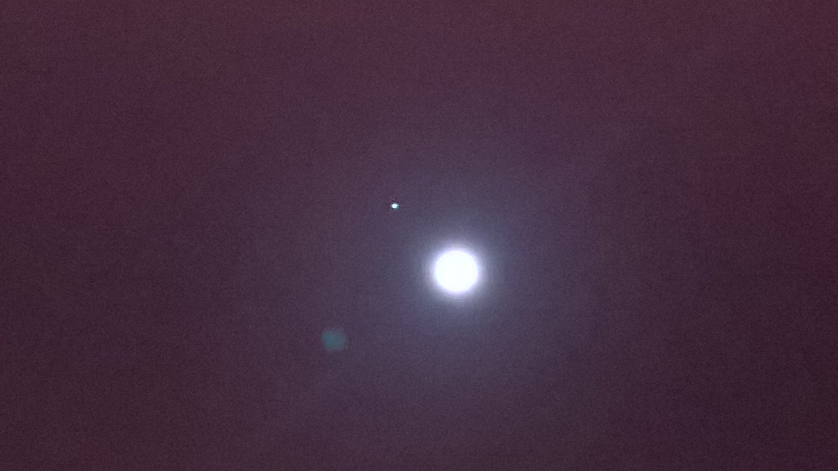 The Moon and Jupiter in very close proximity. https://t.co/q8fgd7eO4V