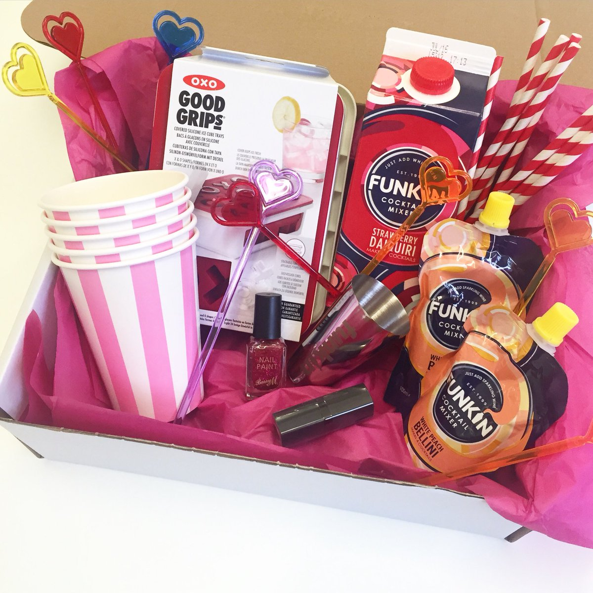 Valentine's freebie Friday! #RT and #follow to win this cocktails bundle! #galentines #FreebieFriday https://t.co/MIAE59mWro
