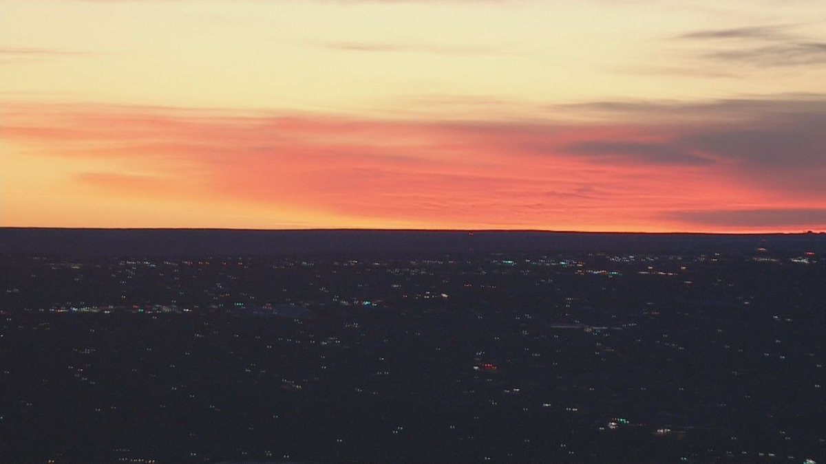 What a beautiful sunrise we saw this morning! Great way to start the weekend! 9newsmornings