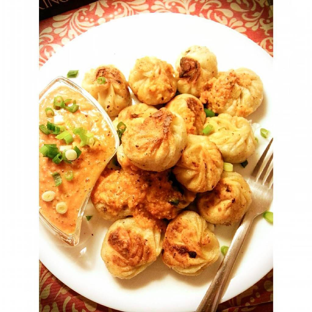 This awsome dish never seems to get sad. The best damn #veganmomo.  #Momo is a type of steamed bun with or without …pic.twitter.com/3Moor9W6M3