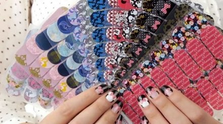 The @JamberryNails #Disney nail wraps collection is a dream come true: https://t.co/dDRtpOljrn https://t.co/OnUFGDxdye
