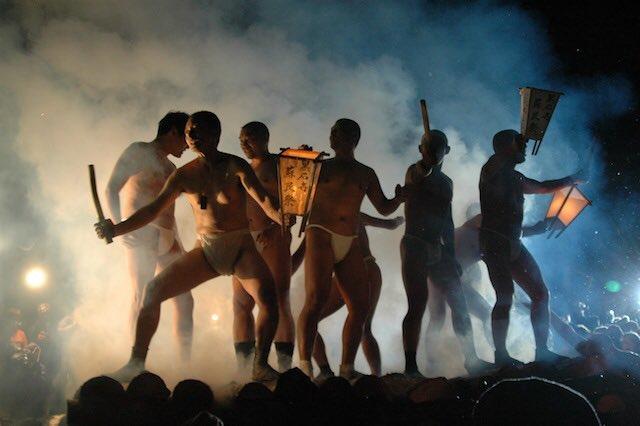 裸の男と炎のまつり 黒石寺蘇民祭 平成28年2月14日(日) https://t.co/eyYlwUjWvR  やだっ、かっこいい… https://t.co/3yxEwRX2ED