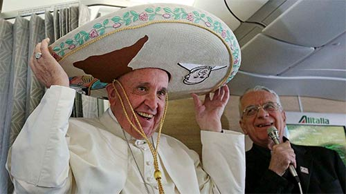 @Pontifex dons sombrero aboard flight headed to Cuba on the way to Mexico
