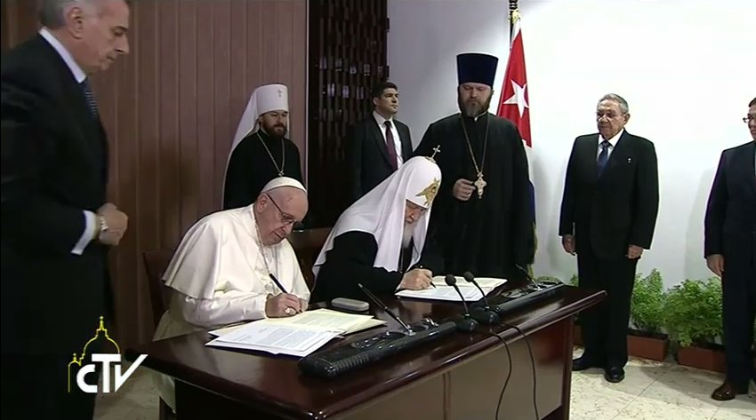 Pope Francis and Patriarch Kirill sign the Joint Declaration https://t.co/0DeW9zDbs7